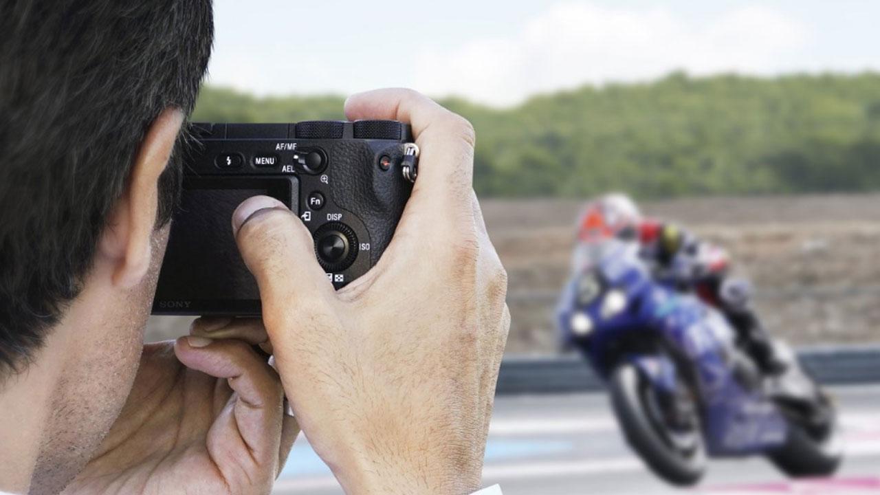 Sony A6500 xuất sắc toàn diện vừa vặn trong tay